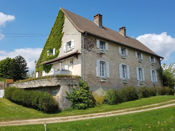 Sud Bourgogne. Chalon S/Saône à 20 min. Sortie autoroute 15 min. MAISON DE CARACTÈRE EN BORD DE SAÔNE