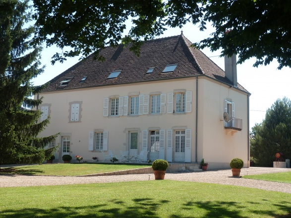 Sud Bourgogne.  Chalon S/Saône 15 min. Beaune 35 min. BELLE DEMEURE ORIGINE 1850 AVEC MAISON SEPARÉE