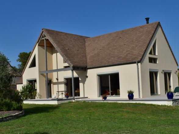 Bourgogne viticole. Chalon S/Saône et autoroute 10 min. Beaune 25 min. Gare TGV 30 min. BELLE DEMEURE CONTEMPORAINE SUR 1 HECTARE