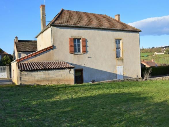 Bourgogne du sud. Cluny 15 min. Mâcon et gare TGV 35 min. MAISON DE VILLAGE AVEC BELLE VUE