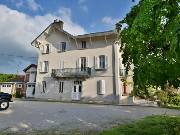 Région Montceau - Le Creusot. BELLE DEMEURE PROCHE COMMERCES