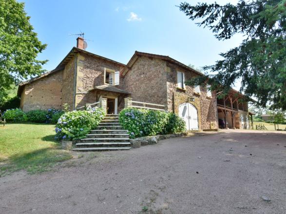 Sud Bourgogne. MAISON DE CHARME AVEC BELLE VUE