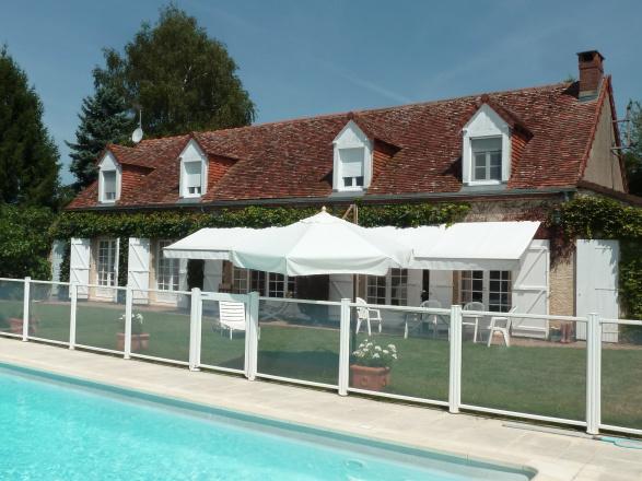 Bourgogne du Sud. MAISON DE CHARME EN POSITION DOMINANTE