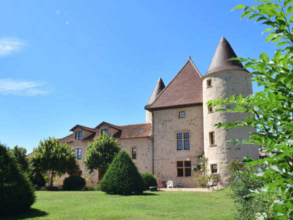 Bourgogne du sud. PETIT CHÂTEAU ORIGINE 15ème RÉNOVÉ