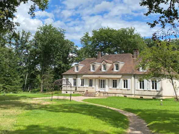 Sud Bourgogne. PROPRIÉTÉ DE FAMILLE SUR 10 HECTARES